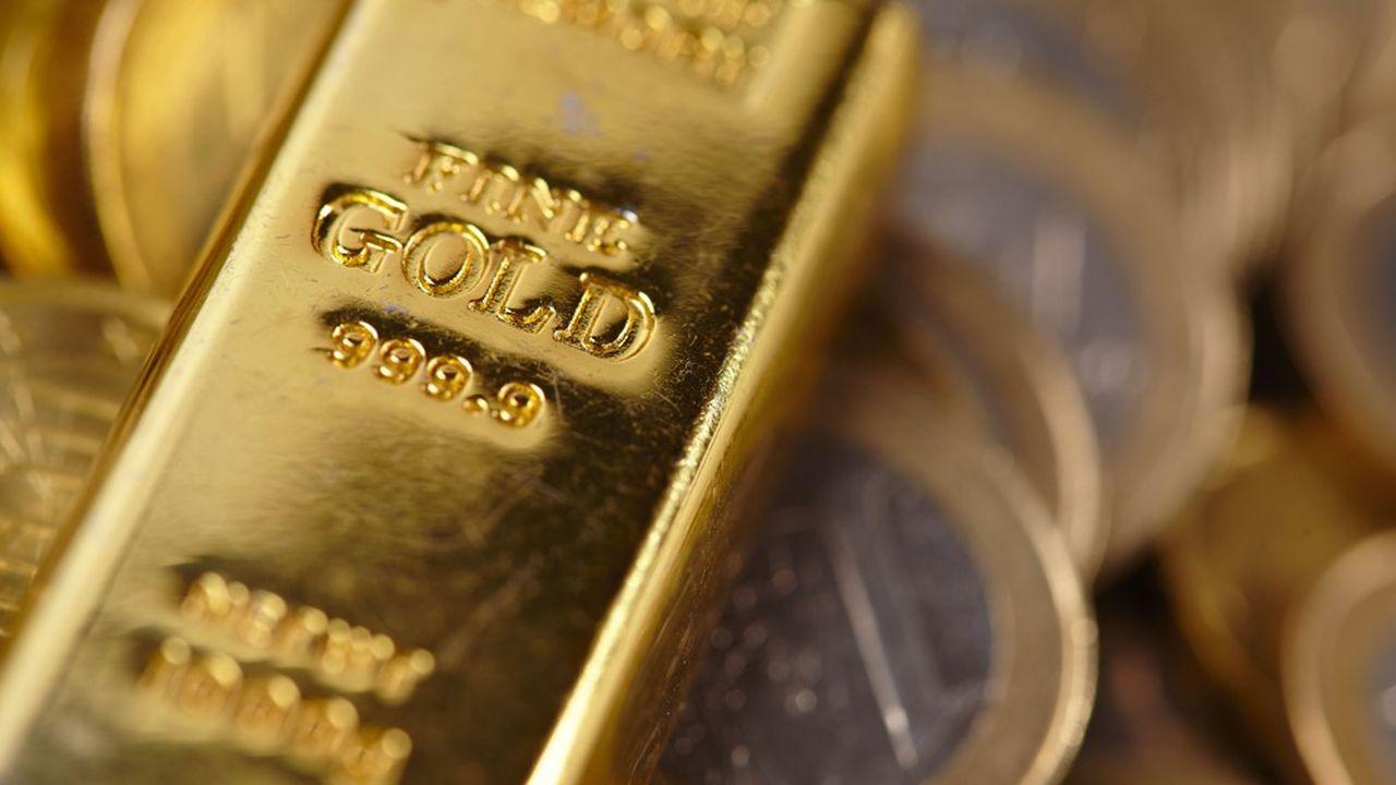 Les signes de ralentissement de la croissance économique mondiale ont poussé l'or vendredi à son plus haut niveau de l'année.