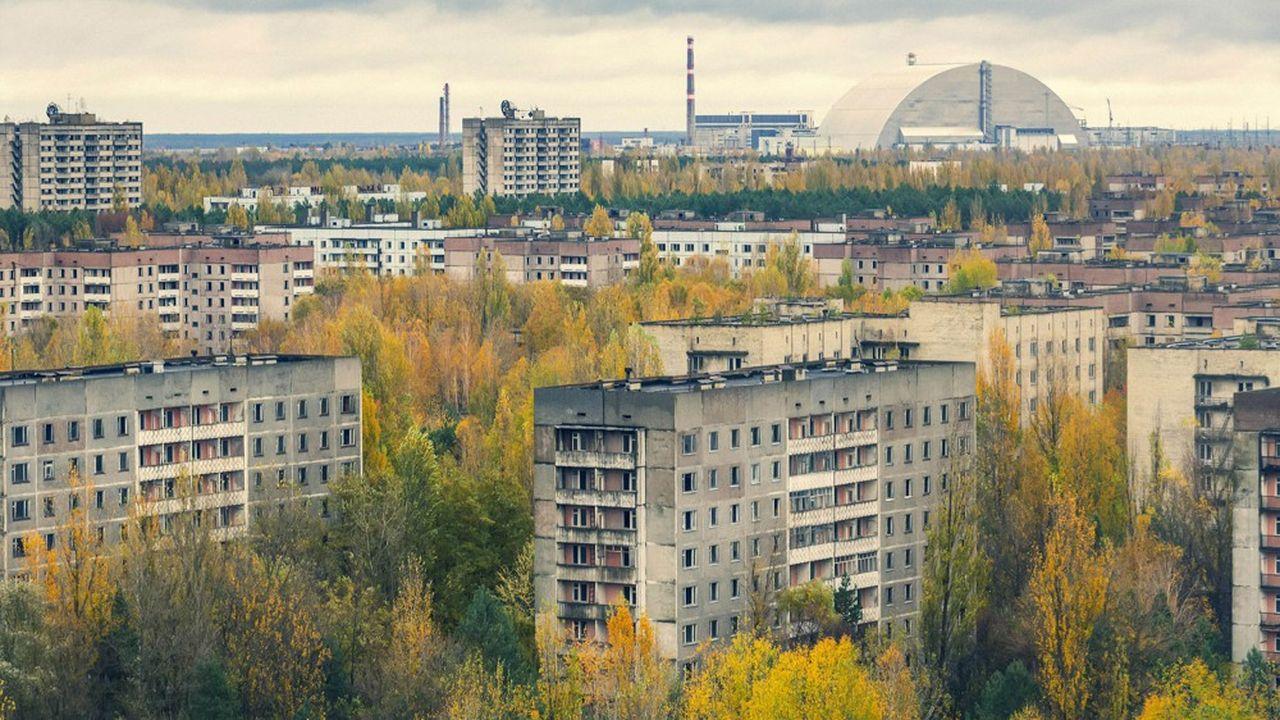 Les visiteurs peuvent notamment visiter la ville de Pripyat, où le temps s'est subitement arrêté il y a 33 ans, et s'approcher à quelques centaines de mètres de l'ancienne centrale nucléaire.