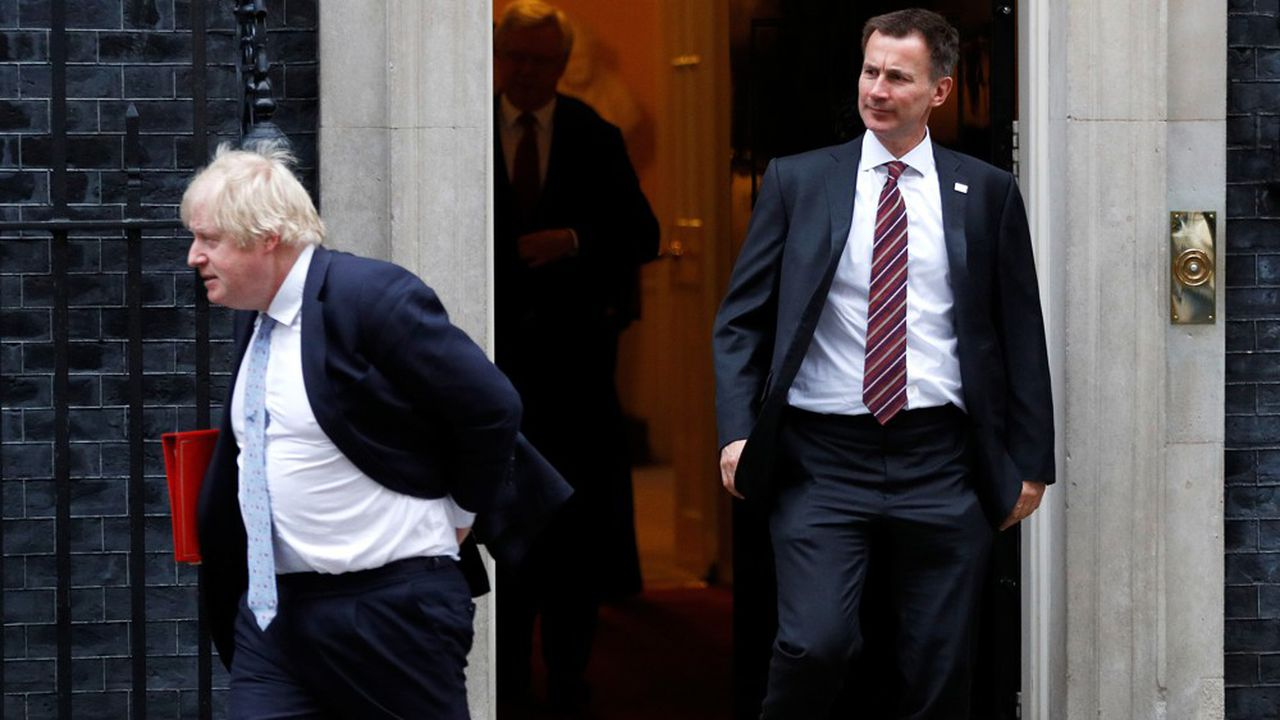 Boris Johnson et Jeremy Hunt, respectivement maire de Londres et ministre de la Culture juste avant l'ouverture des Jeux Olympiques de Londres, le 27 juin 2012.