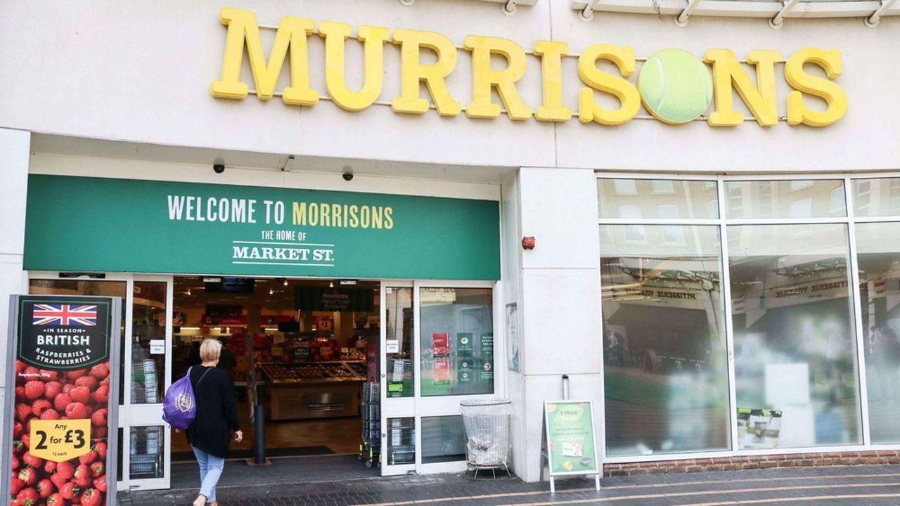 Amazon a annoncé jeudi le resserrement de ses liens avec Morrisons, le quatrième groupe britannique de supermarchés (ici son magasin de Wimbledon rebaptisé « Murrisons »), dont le géant américain de l'e-commerce distribue les produits alimentaires depuis trois ans.