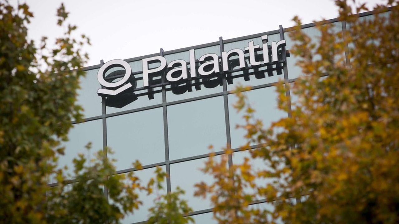Cofondée en 2004 par l'investisseur Peter Thiel, Palantir est souvent associée au monde du renseignement, en particulier à la CIA qui détient toujours une petite part - non dévoilée - de son capital.