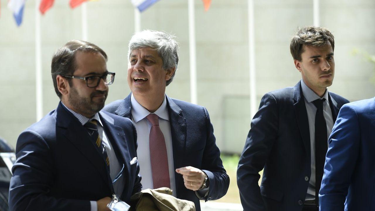 Le président de l'eurogroupe Mario Centeno au centre, arrive à la réunion des ministres des finances de la zone euro.
