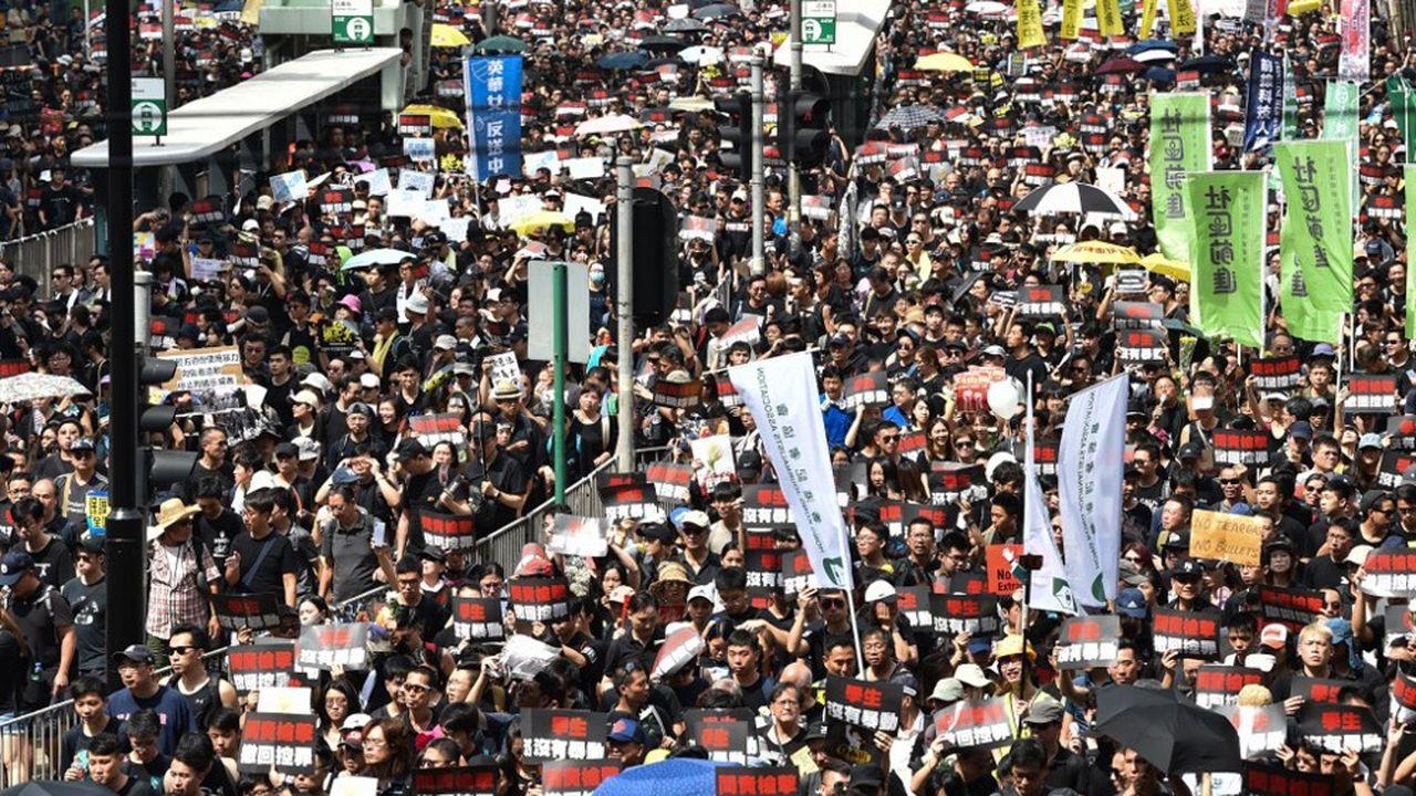 Des manifestants à Hong Kong samedi 16juin