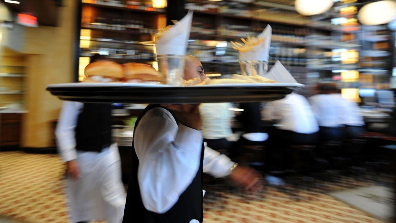 Dans la restauration, la pénurie de main-d'oeuvre, serveurs principalement, freine les recrutements occasionnels. Mais surtout, les patrons se heurtent au refus des«extras » d'être déclarés.