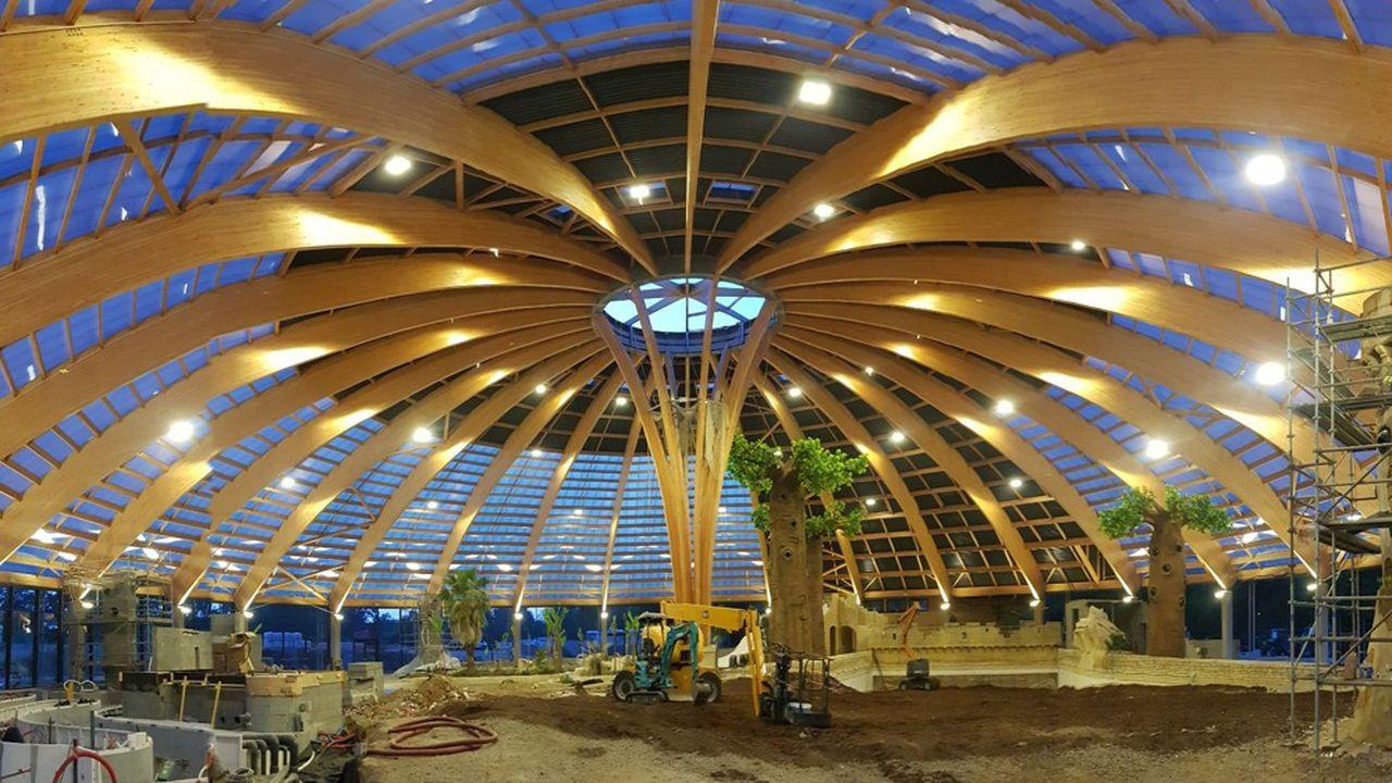 Le Domaine des Ormes peut accueillir 1.500 personnes simultanément dans son complexe de loisirs aquatiques.