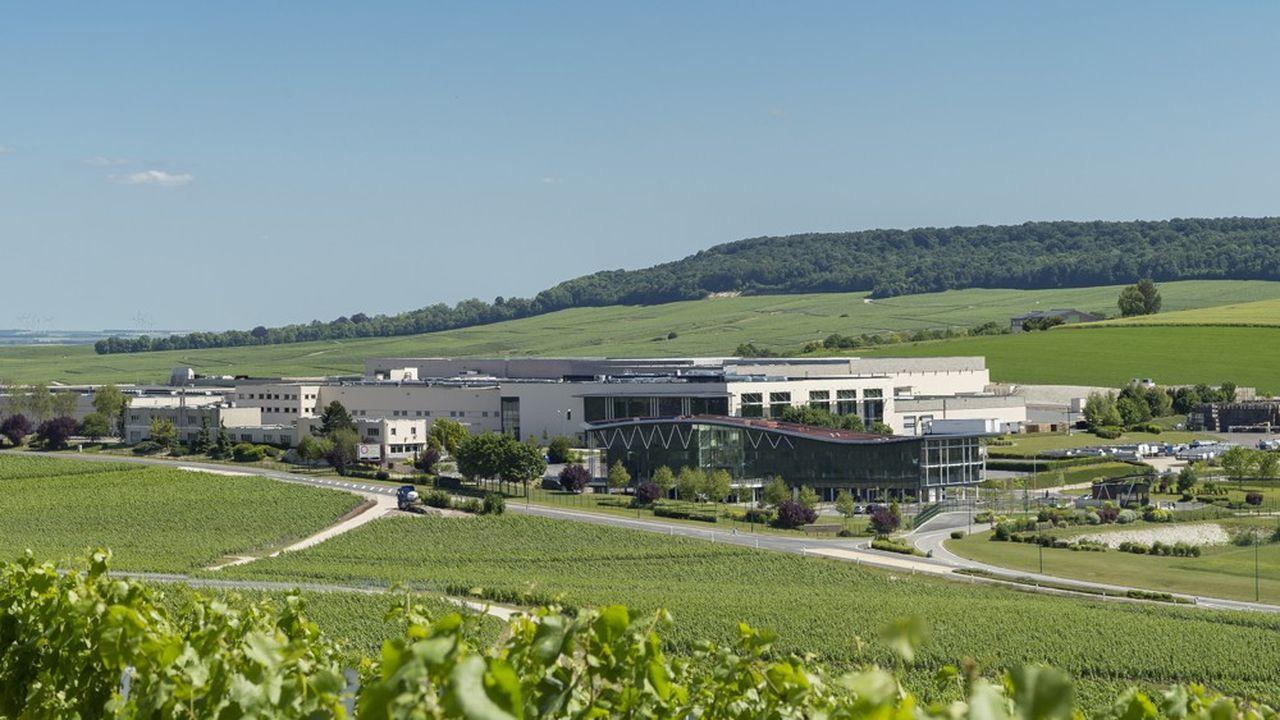 CV-Champagne Nicolas Feuillatte a réalisé un chiffre d'affaires de 200 millions d'euros en 2018. NIcolas Feuillatte est la première marque de champagne vendue en France en volume.