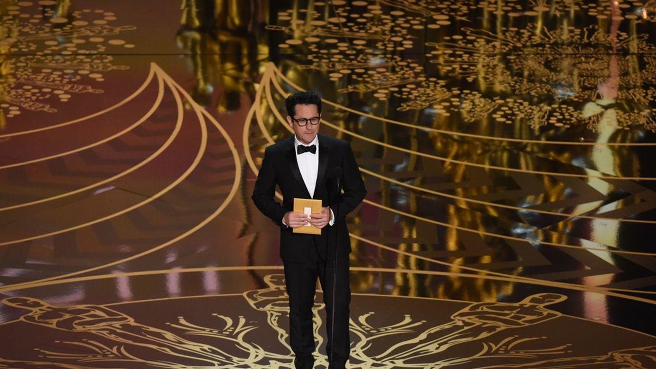 «Westworld», «Alias», «Lost»: le cinéaste aux multiples casquettes (réalisateur, producteur, acteur, scénariste, showrunner) est à l'origine de très nombreux succès via sa société de production, Bad Robot.