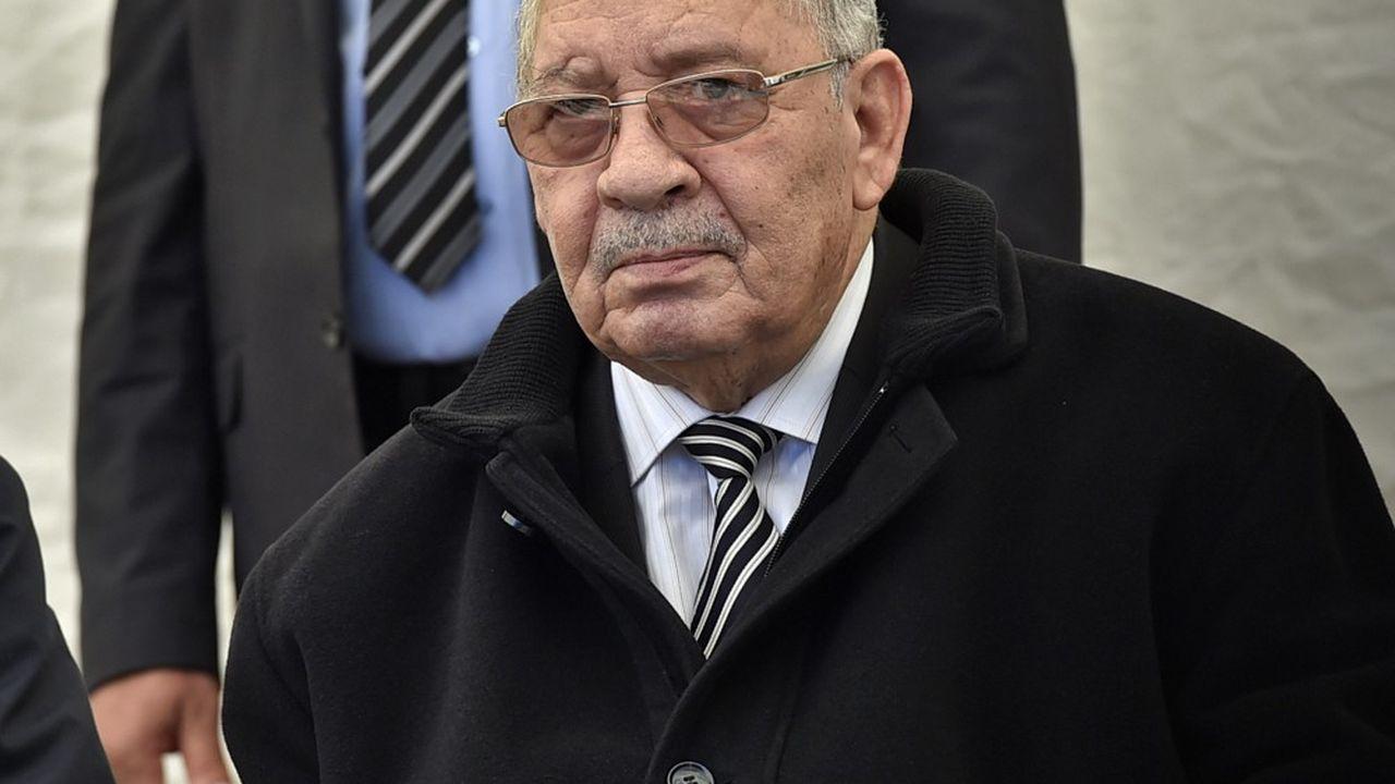 L'homme fort de l'Algérie, le général Ahmed Gaïd Salah, préconise la tenue d'une élection présidentielle et veut poursuivre l'opération mains propres.