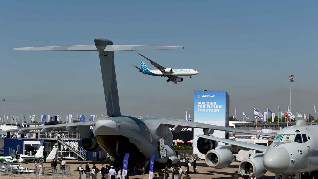 Au deuxième jour du Salon aéronautique du Bourget, Airbus continue de caracoler en tête en nombre de commandes, loin devant Boeing.