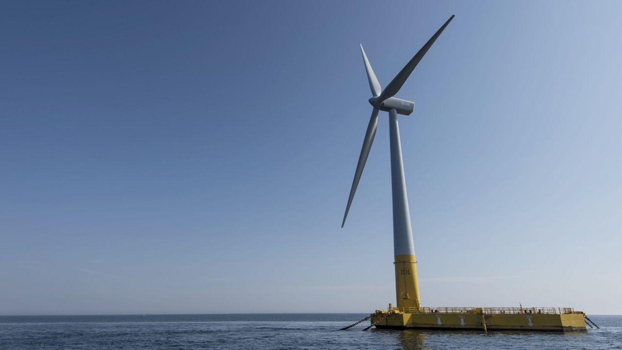 Une éolienne flottante au large de La Turballe en Loire-Atlantique.