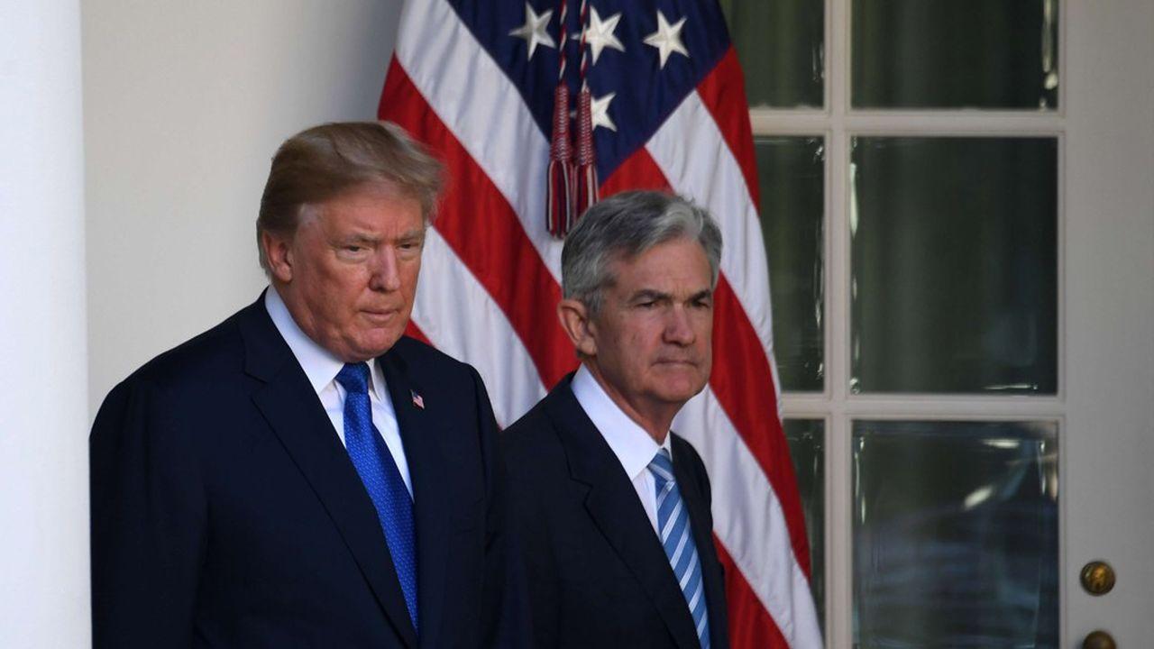 Donald Trump et le président de la Fed lors d'une cérémonie de nomination.