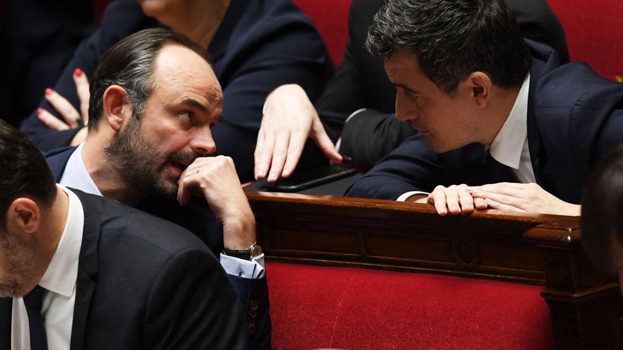 Le Premier ministre Edouard Philippe en discussion à l'Assemblée nationale avec le ministre des Comptes publics Gérald Darmanin.