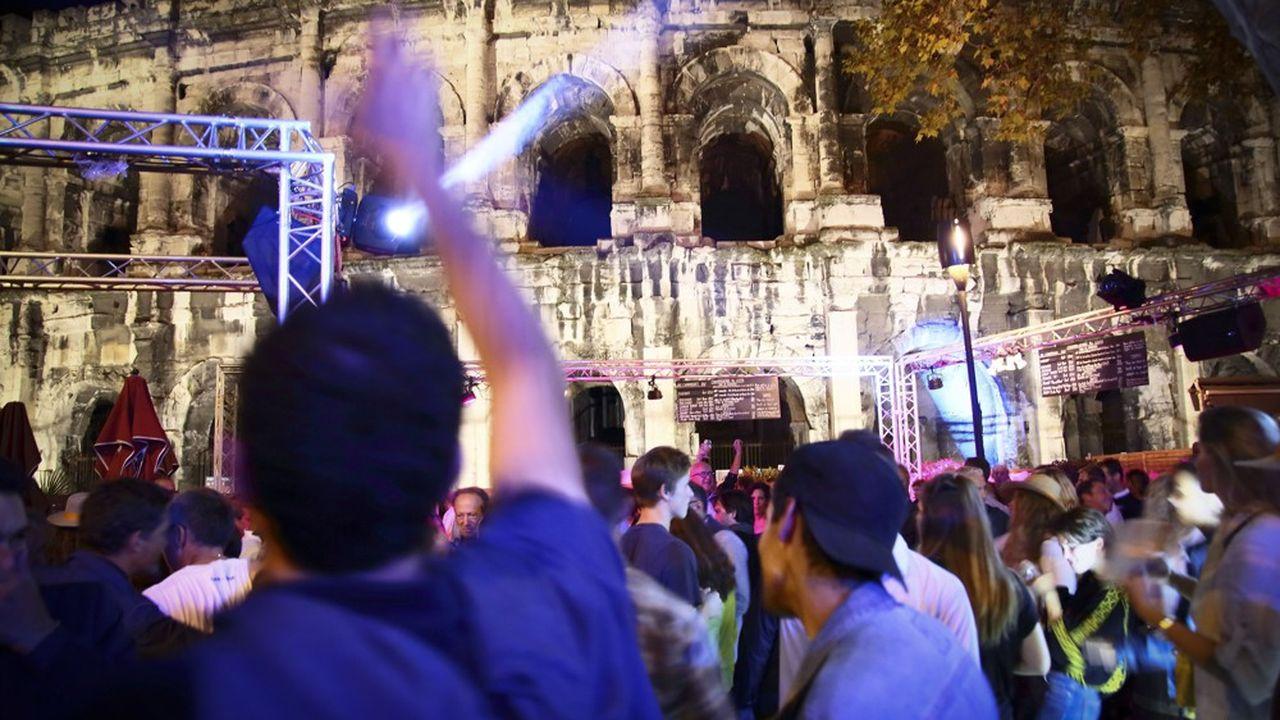 L'économie touristique dans le Gard représente 970 millions d'euros de chiffres d'affaires .