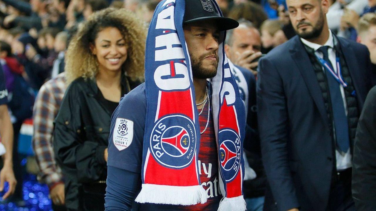 Neymar Jr, joueur star du Paris-Saint-Germain, est annoncé sur le départ.