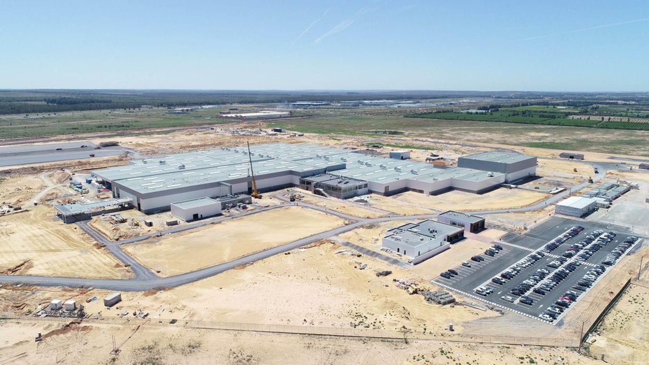 Les recrutements sont en cours pour l'usine de PSA à Kenitra au Maroc (encore en chantier au moment de la photo en avril2018). Le site devrait approcher à terme les 2.500 salariés au total