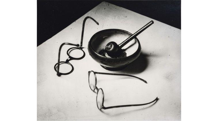 Les lunettes et la pipe de Mondrian. Paris, 1926.