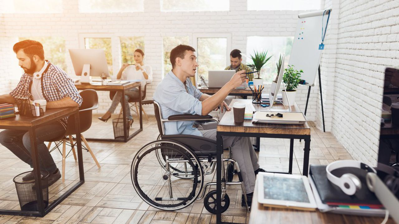 Avec un taux d'emploi de personnes handicapées de 5,61%, la fonction publique se situe loin devant le secteur privé, dont le taux n'était que de 4,2% en 2017.