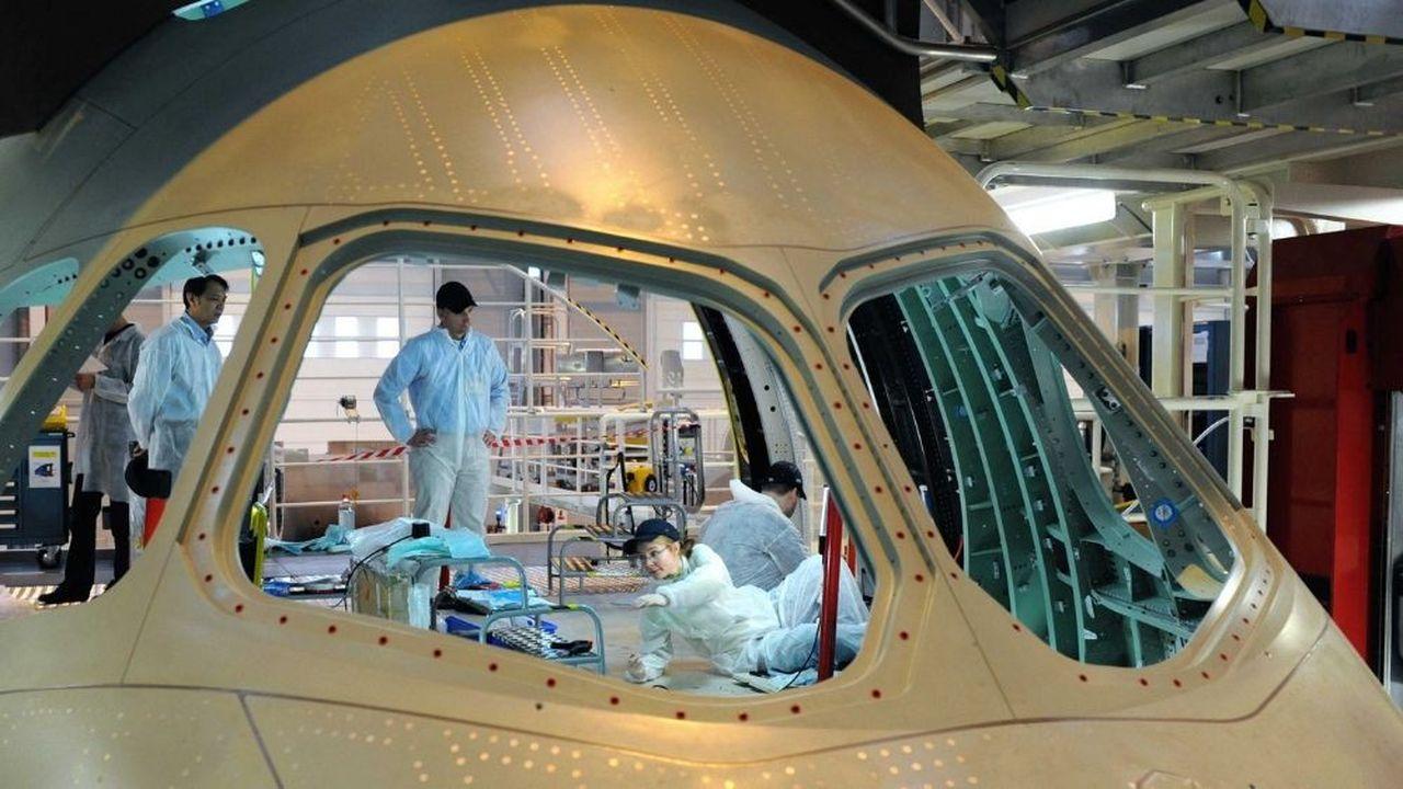 Saint-Gobain fournit notamment à Airbus les pare-brise installés sur les A350 à l'usine de Montoir-de-Bretagne près de Saint Nazaire.