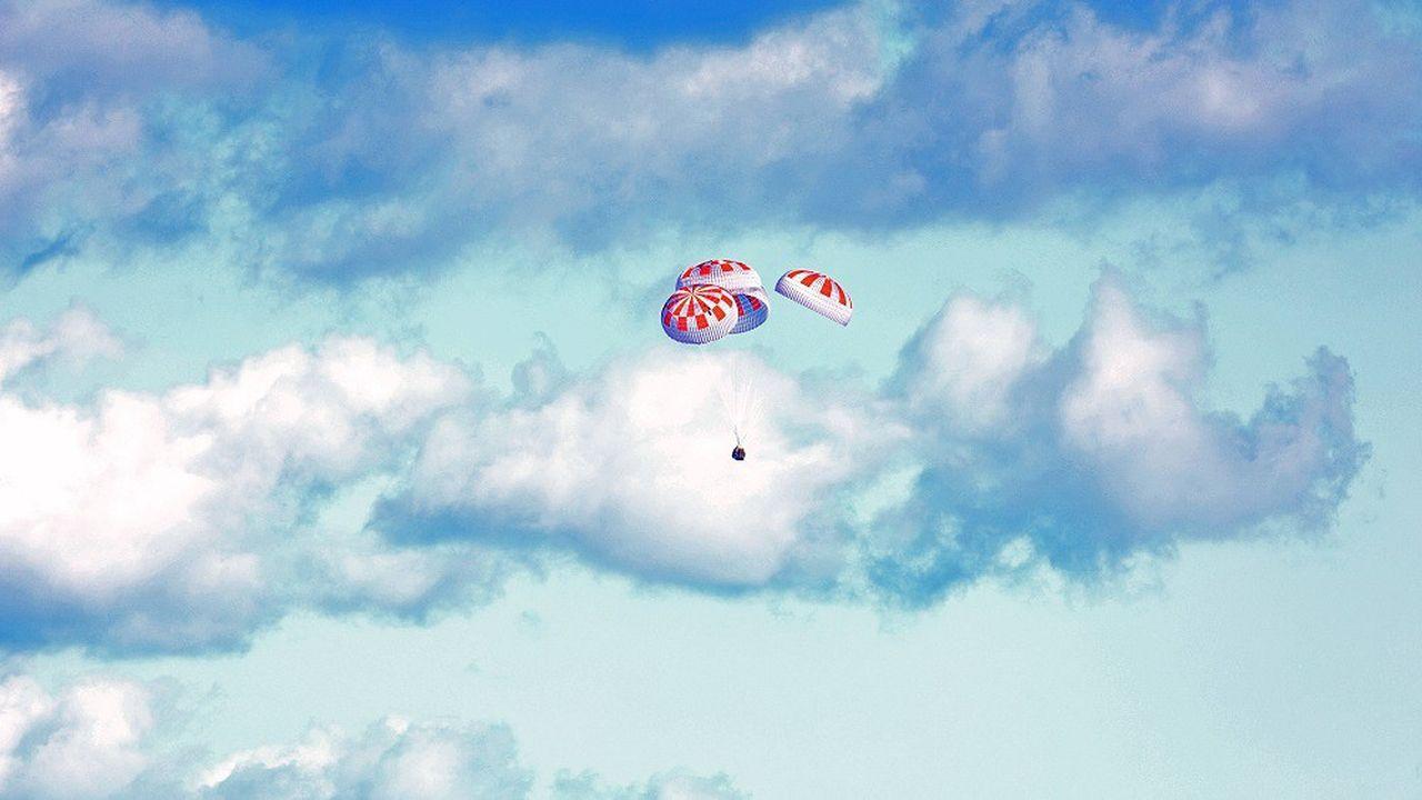 La capsule de SpaceX Crew Dragon à l'issue de son premier test à vide.