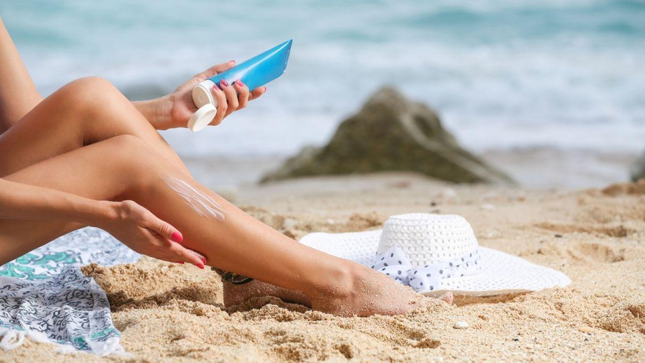 Les crèmes bio protègent aussi bien que les autres contre les UVB mais se révèlent insuffisantes contre les UVA, selon le magazine.