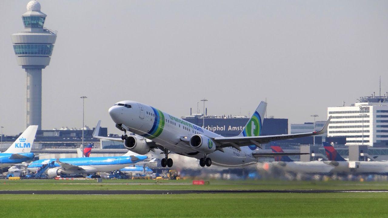 A l'aéroport d'Amsterdam. Le gouvernement des Pays-Bas a l'intention de faire accepter à ses partenaires européens plusieurs projets pénalisants pour les compagnies aériennes.