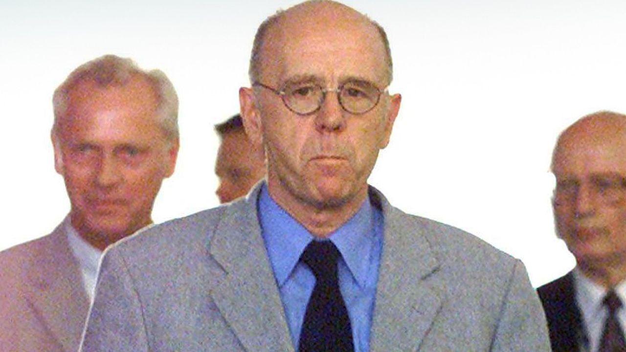Walter Riester, ex-ministre du Travail du gouvernement de Gerhard Schröder, a lancé en 2002 un système de complémentaire retraite privée soutenue par l'Etat.