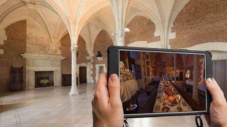Munis d'une tablette baptisée « HistoPad », le touriste peut découvrir une salle de palais telle qu'elle était agencée à l'époque de sa splendeur.
