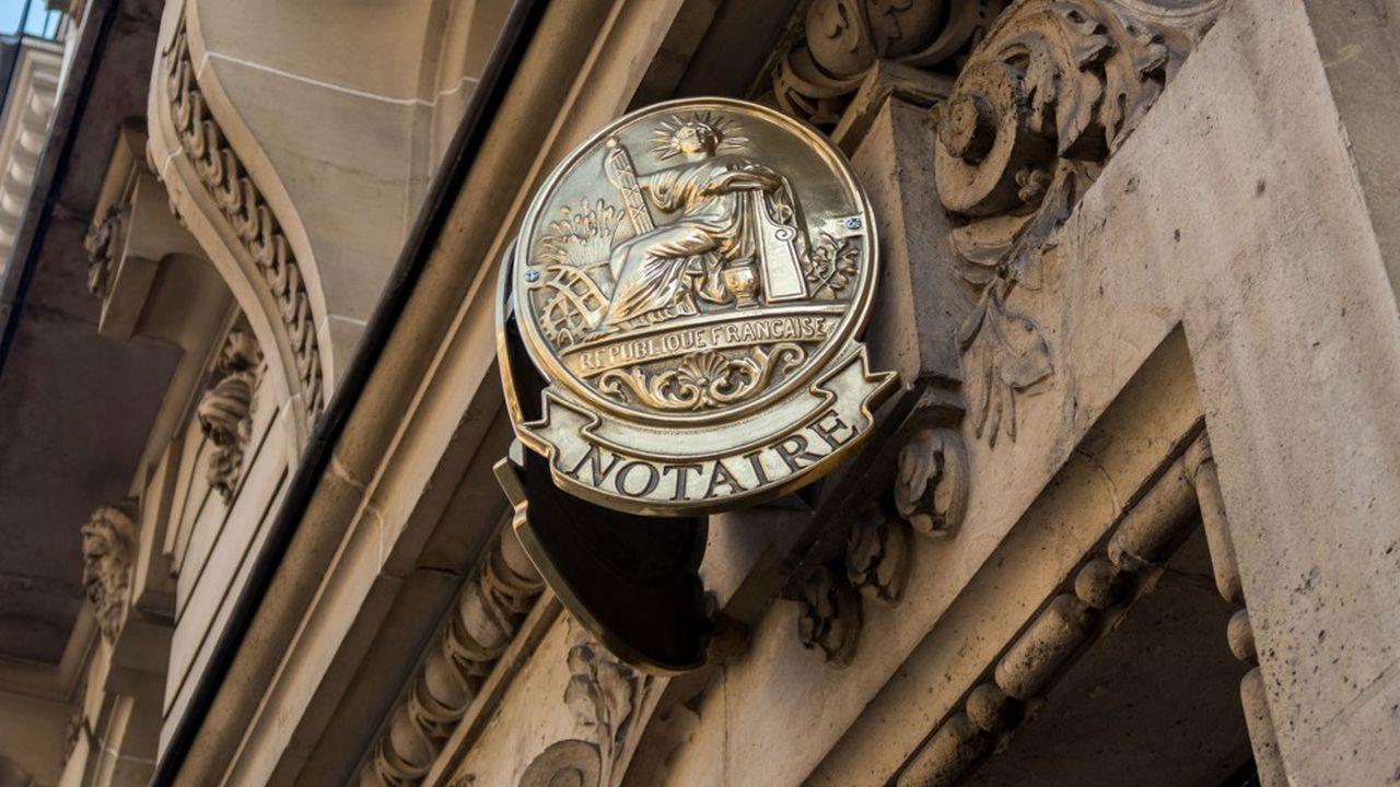 La loi Macron réformant les professions de notaires et d'huissiers de justice remonte à août2015.
