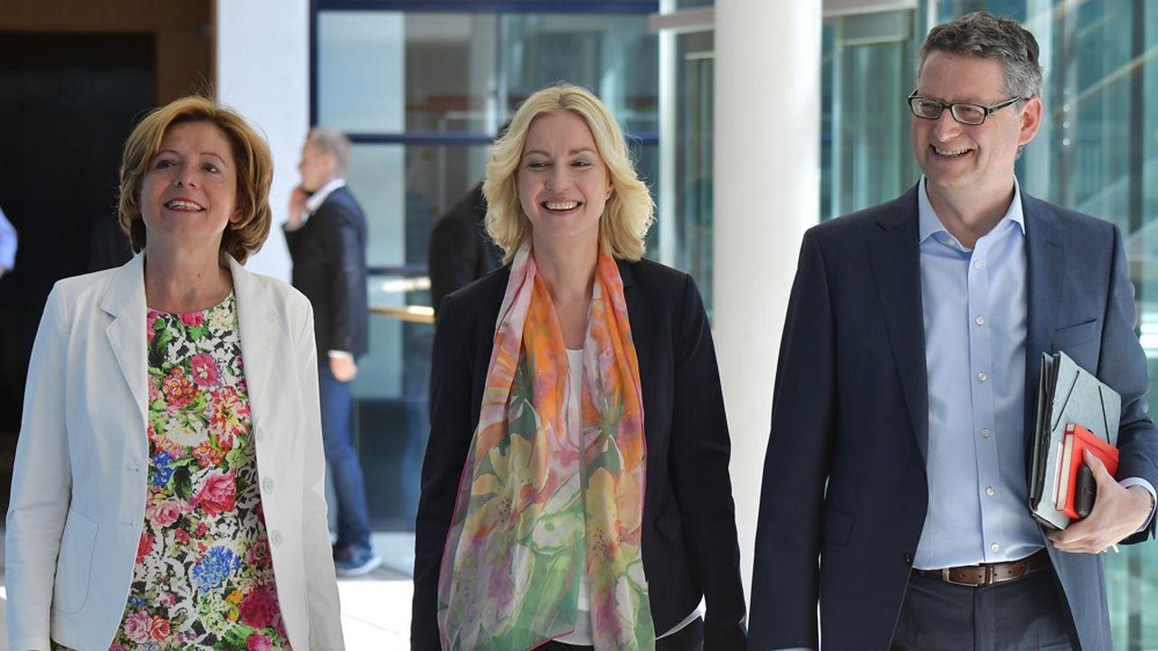 Les trois dirigeants intérimaires du SPD: Thorsten Schaefer-Guembel (à gauche), Manuela Schwesig (au centre) et Malu Dreyer (à droite).