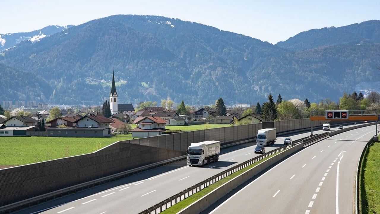 Seuls les habitants et les vacanciers séjournant dans la région ont le droit de circuler sur les routes secondaires de la région d'Innsbruck le week-end