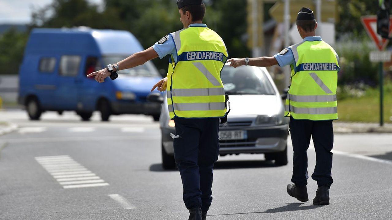 Gendarmes effectuant un contrôle routier