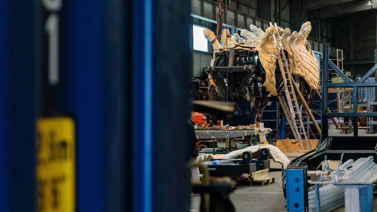 Visite des ateliers de la compagnie La Machine sur l'île de Nantes dans le cadre du suivi de l'avancement des travaux du Dragon de Calais.