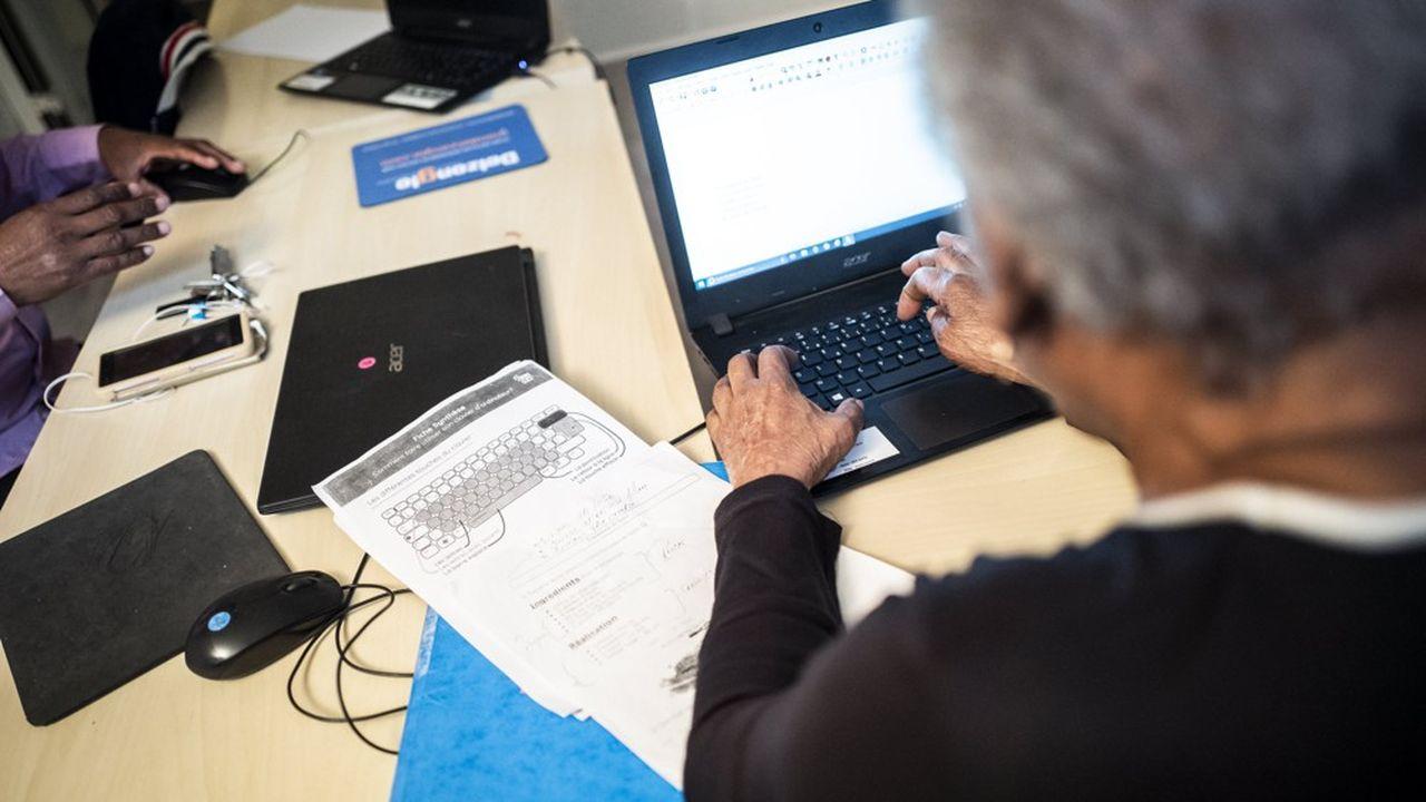 11millions de Français ne sont pas à l'aise avec les outils du numérique, voire ne naviguent jamais sur internet.