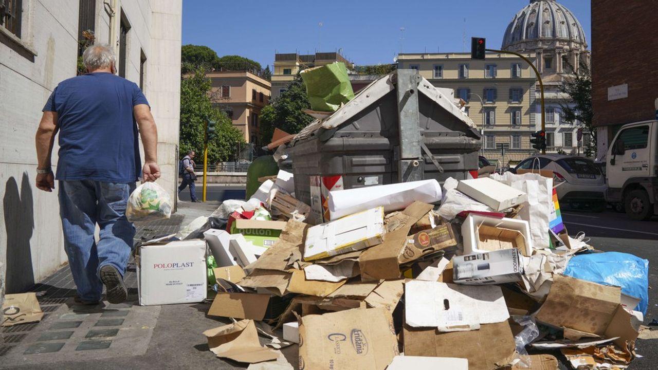 Sur Facebook, les Romains ont lancé un concours des plus belles photos de poubelles débordantes