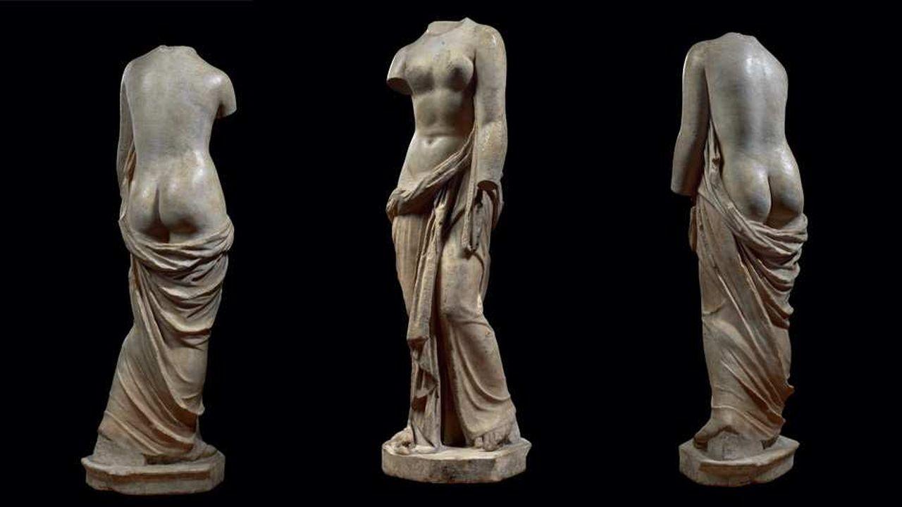 Sur le stand du marchand anglais d'antiquités Rupert Wace se trouve une Aphrodite modelée dans le marbre auIIesiècle de l'Empire romain.