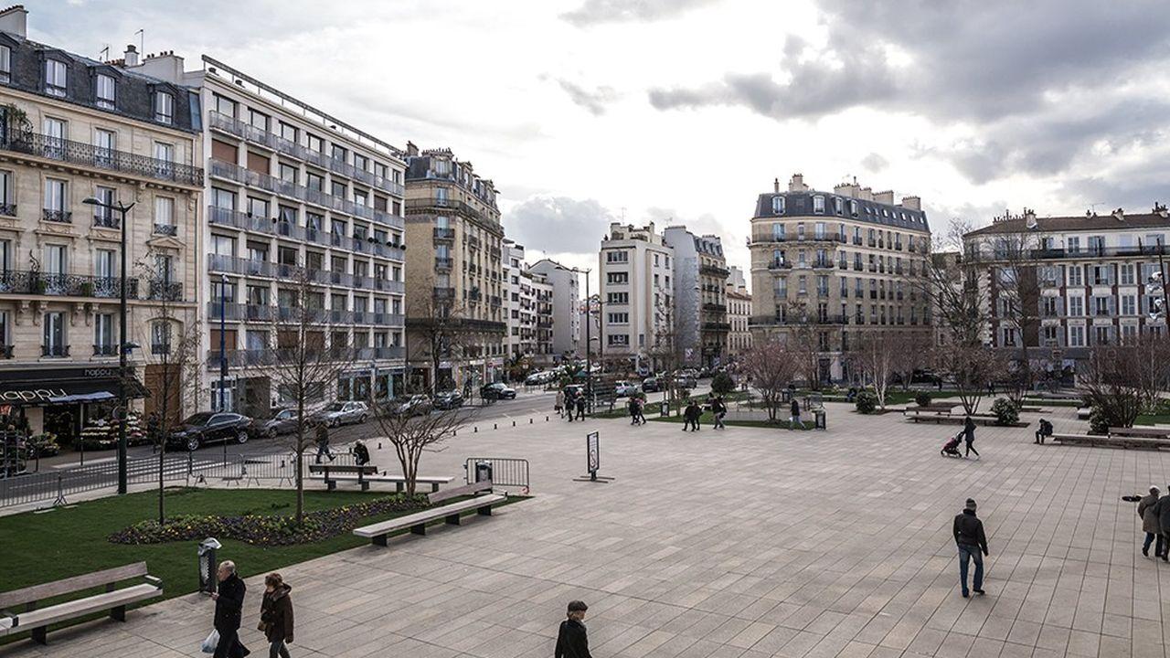 Asnières-sur-Seine, qui a accueilli les ateliers de Louis Vuitton au XIXème siècle, s'est peu à peu imposée comme marché de report de la capitale.