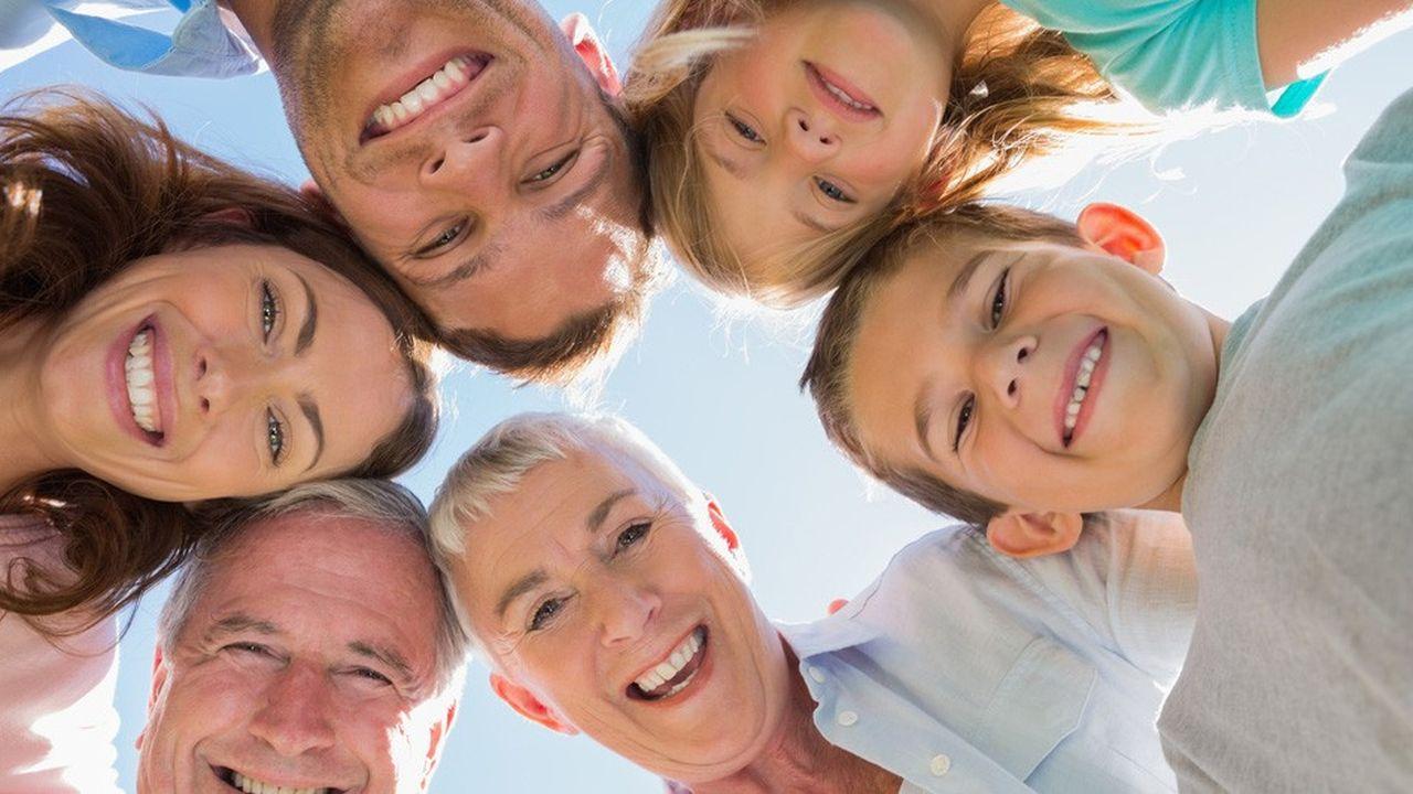 Chaque parent peut adopter les enfants de l'autre, en effectuant des donations croisées