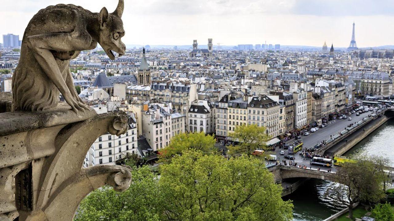 Lorsque le marché immobilier monte, Paris monte plus vite, et quand il baisse, les prix baissent plus lentement dans la capitale.