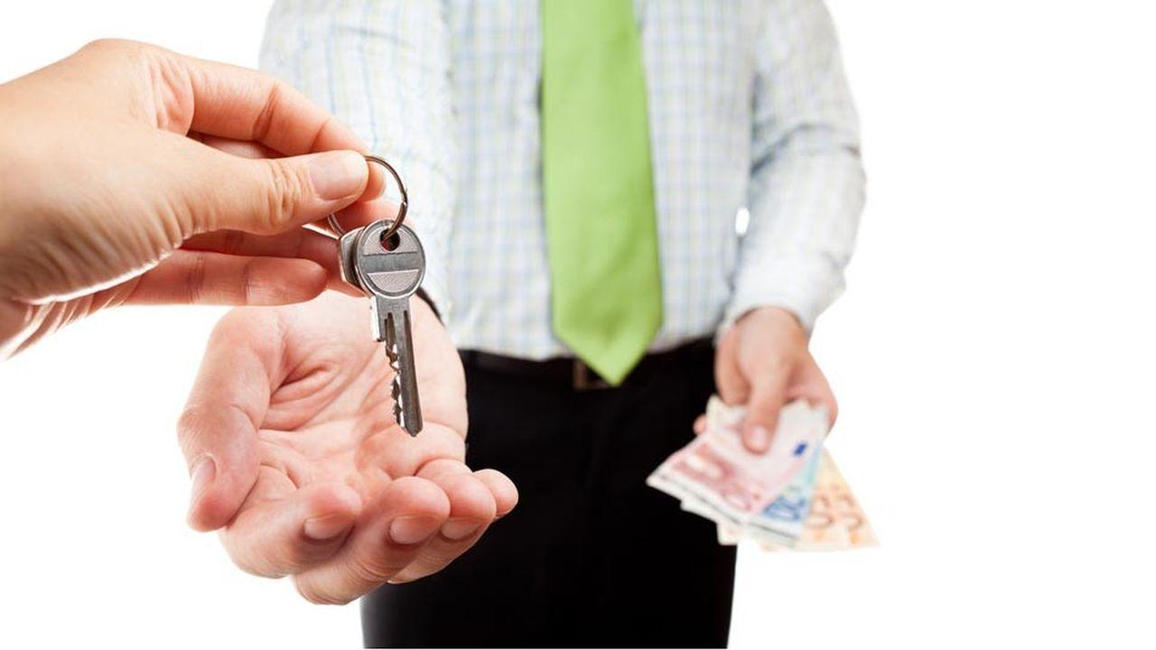 Les contribuables qui retirent de leur(s) location(s) des recettes inférieures à 15.000euros paran se voient appliquer le régime du «microfoncier». Il permet de bénéficier d'un abattement forfaitaire pour frais de 30%.