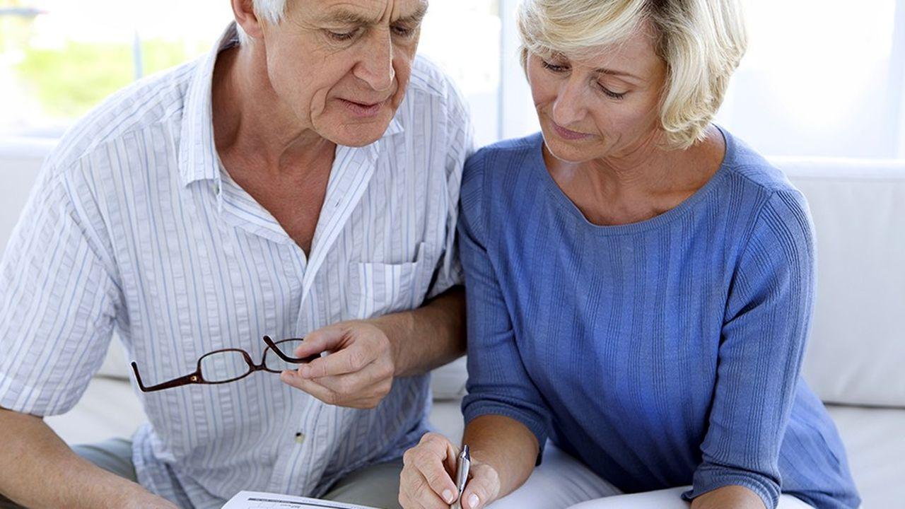 Pour bénéficier de l'abattement fixe, le dirigeant doit, entre autres conditions, faire liquider sa retraite dans les deux ans qui suivent ou qui précèdent la cession.