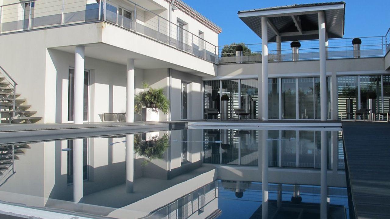 Le dispositif Pinel permet d'obtenir une réduction d'impôt, calculée sur le prix de revient du logement, retenu dans la limite de 5.500 euros par mètre carré de surface habitable.