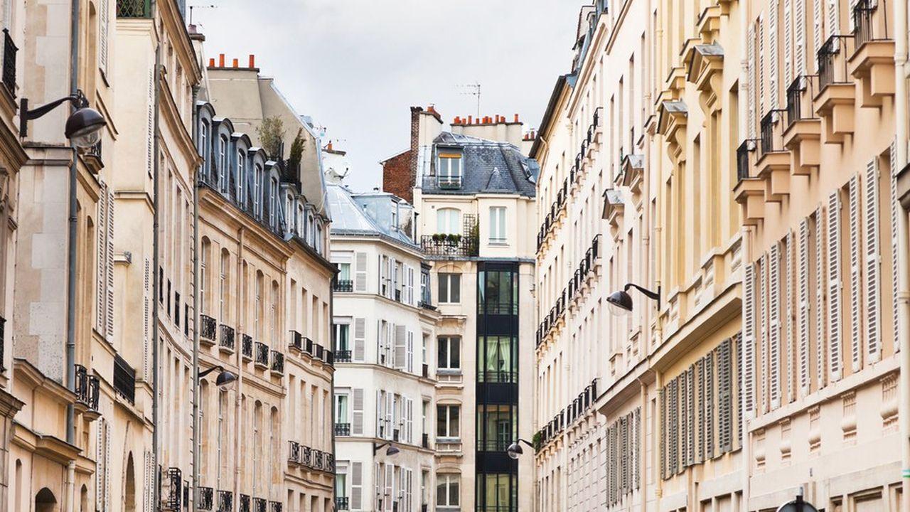 Le prix de vente moyen d'un appartement à Paris est de 461.000euros pour 49,5 m² contre 213.000euros pour un 85 m² dans le reste de la France.