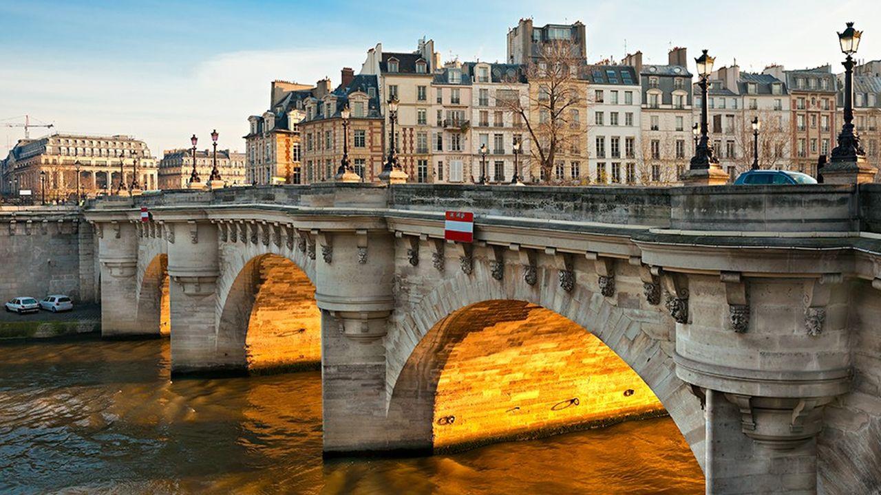 Avec un mètre carré en moyenne au-dessus des 14.000euros, le secteur de Notre-Dame est le deuxième le plus cher de Paris derrière les Champs-Elysées.
