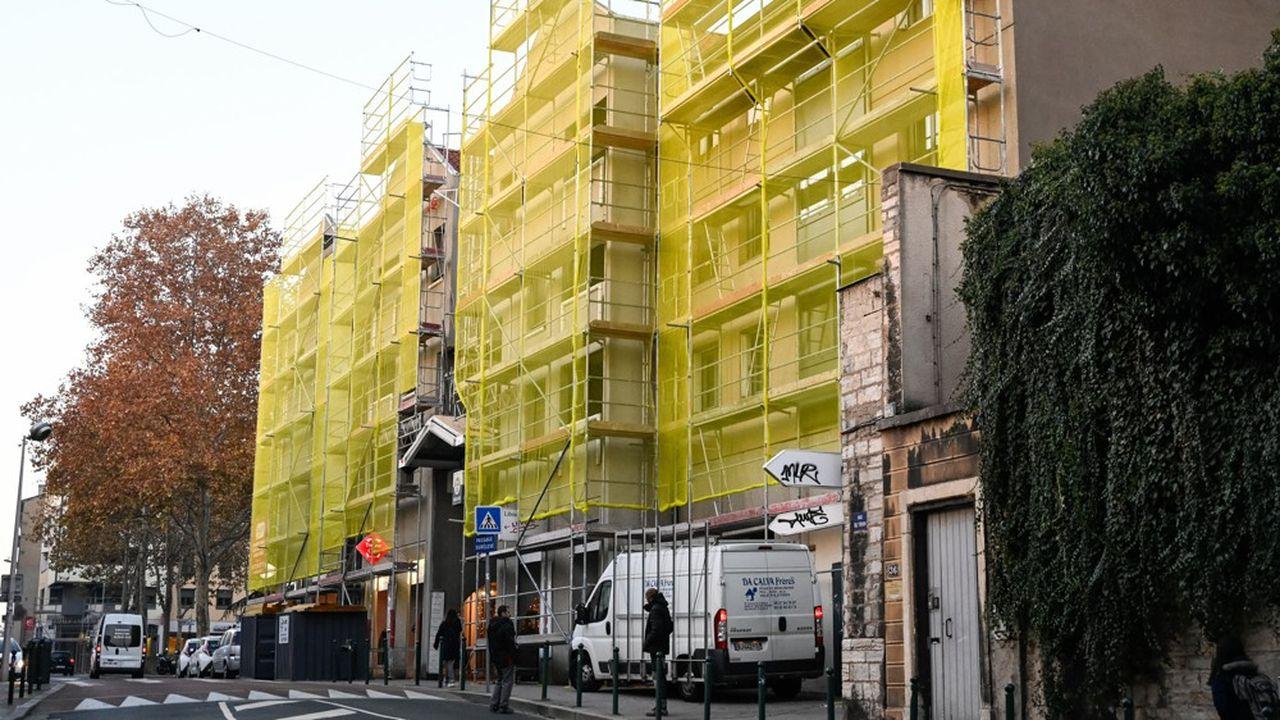 2271592_immobilier-les-charges-de-copropriete-continuent-de-senvoler-web-tete-0601354948105.jpg