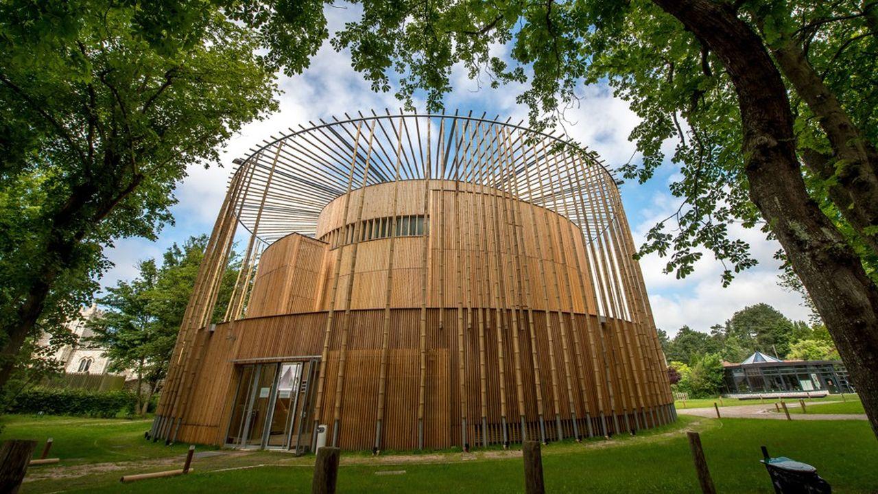 Le théâtre en bois d'Hardelot, sur le modèle élisabethain, a reçu en 2017 le prix de la meilleure construction en bois au monde. Il s'y tient jusqu'au 29juin le Midsummer festival.