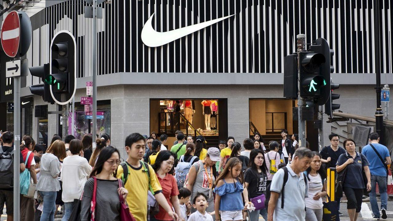 Face à une possible contestation des consommateurs chinois à propos de sa collaboration avec la marque japonaise Undercover, Nike a préféré retirer la collection.