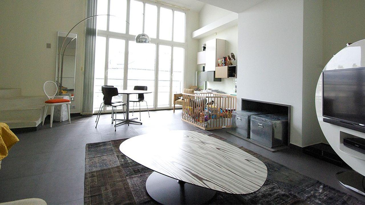 D'une surface de 82 m², le premier étage s'ouvre sur un séjour de 30 m².