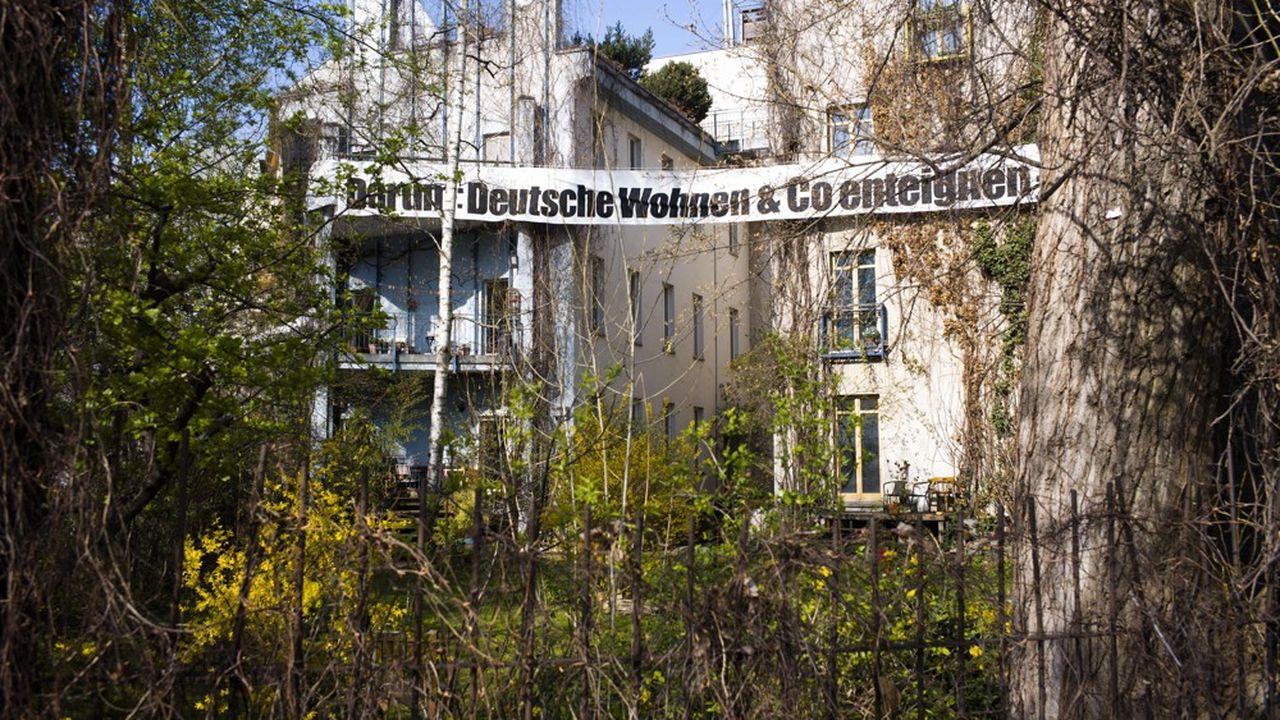 Le soutien massif des Berlinois à l'initiative citoyenne exigeant ni plus ni moins l'expropriation des grandes sociétés immobilières de la capitale comme Vonovia ou Deutsche Wohnen, témoigne de l'impasse dans laquelle se trouvent les autorités.