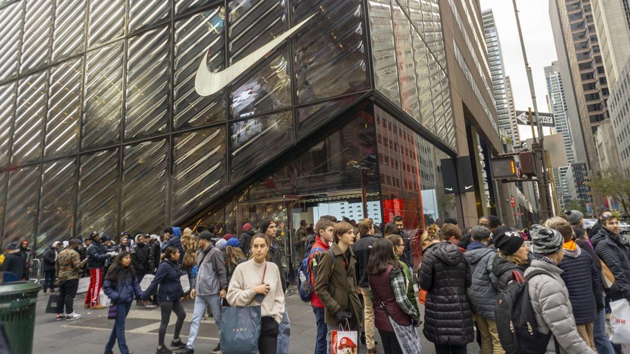 Nike ne veut plus dépendre des ventes en magasin et s'efforce de développer la vente en ligne.
