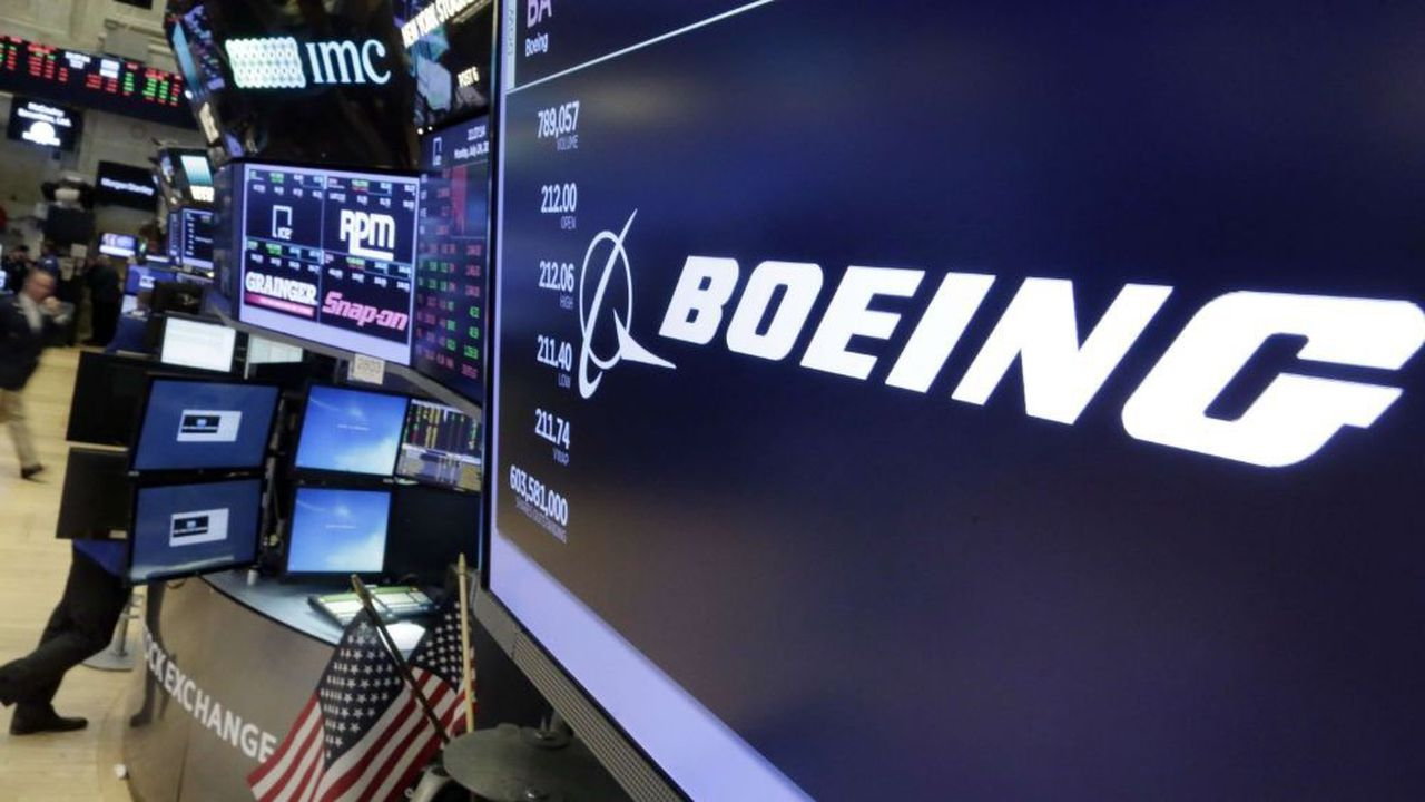 A la Bourse de New York jeudi, le titre Boeing a perdu 2,91% à 364,02dollars après l'annonce d'un nouveau report du correctif logiciel